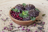 Raw food cookies with cranberries, sesame seeds, apple and mint — Photo