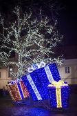 Night christmas decorations in city, christmas illumination. — Foto Stock