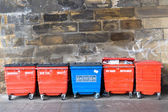 Red and blue street litter bins, rubbish bins. — Stock Photo