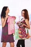 Genç kadınlar alışveriş — Stok fotoğraf