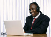 African amercian businees and laptop — Stockfoto