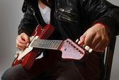 Gitarre spielen — Stockfoto