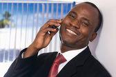 Empresário americano africano, falar ao telefone — Fotografia Stock