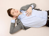 Guy lying on the floor — Stockfoto