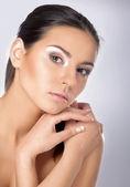 портрет молодой женщины с здоровой кожей — Стоковое фото