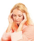 Mujer joven con dolor de cabeza — Foto de Stock