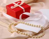 Gift and pearl — Stock Photo