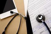 File folder  and medical stethoscope — Foto de Stock