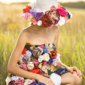 Romantic young woman in hat — Stock Photo