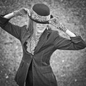 Donna moda nel cappello — Foto Stock