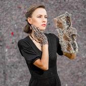 Fashion woman in leopard accessories — Stock Photo