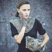 Mujer de moda en accesorios de leopardo — Foto de Stock
