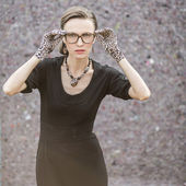 Fashion woman in leopard accessories — Stockfoto