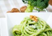 Bucatini with ricotta, broccoli and walnuts — Stock Photo