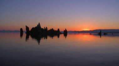 Mono Lake Sunrise Reflection — Stock Video