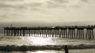 Two Girls Boogie Boarding on Beach — Stock Video