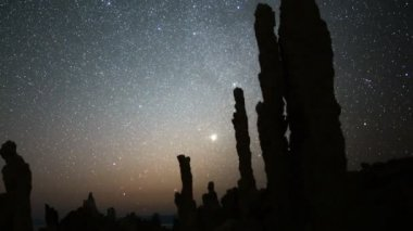 Night Sky & Tufa Formation in Mono Lake — Stock Video