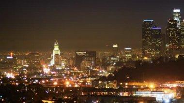 Centrum la skyline w nocy — Wideo stockowe