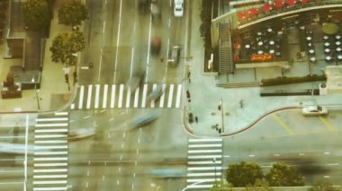 Busy Intersection in Downtown at Rush Hour — Stock Video