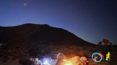 Desert Camping Time Lapse Raving — Stock Video