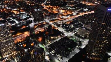 Centrum la noc pejzaż autostrada — Wideo stockowe