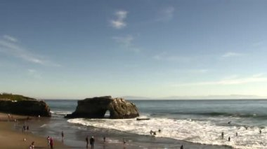 Natural arch formation at Beach — Stock Video