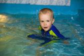 Chłopiec 4 lat basen — Zdjęcie stockowe