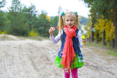 Five-year-old girl inflates soap bubbles — Стоковое фото