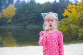 Funny portrait of emotional girl in pink glasses — 图库照片