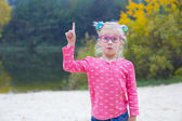 Funny portrait of emotional girl in pink glasses — Stockfoto