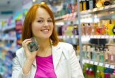 Beautiful young woman in the shop — Stock Photo