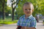 Retrato de menino ao ar livre — Fotografia Stock
