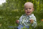 Kid in grass — Foto de Stock
