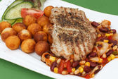 Grilled steak with potato croquettes, mexican mix — Stock fotografie