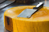 Cleaver on yellow big chopping block in sidewalk restaurant in t — Stock Photo