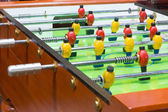 Tabel voetbalspel met gele en rode spelers — Stockfoto