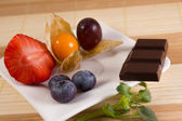 Healthy snack or chocolate or both  — Stock Photo