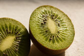 Two sliced kiwis in the sun — Stock Photo