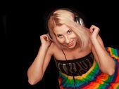 Dj mulher em fones de ouvido — Fotografia Stock