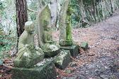Японский Бог идол в лесу — Стоковое фото