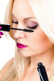 Long eyelashes. Woman putting mascara makeup — Stock Photo