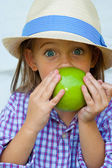 A little girl with green apple — Zdjęcie stockowe