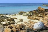 Paisaje del océano índico con piedras — Foto de Stock