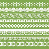 Seamless paper laces on the green background — Stock Vector