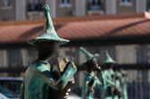 Statues of 21 Musicians in front of Administrative Building — Stock Photo