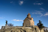 Metekhi Church of Assumption and  statue of King Vakhtang Gorgas — Photo