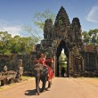 Elephant rides for tourists at Cambodia's most famous tourist attraction, the temple Angkor Wat in Siem Reap, Cambodia. — Foto Stock #44382973