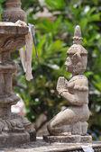 маленький белый будды статуи, пномпень, камбоджа — Стоковое фото