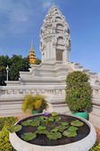 Stupa of Princess Kantha Bopha in the royal palace in Cambodias capital Phnom Penh — Photo