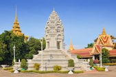 Stupa of Princess Kantha Bopha in the royal palace in Cambodias capital Phnom Penh — Stock Photo